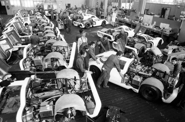 Under high pressure: The construction of the 25 racing cars for the homologation of the 917.